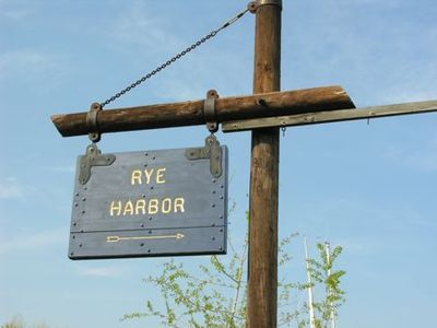 Sign Rye harbor - Tami Potter